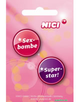 Nici Buttons Nr. 14, Sexbombe/Superstar!